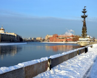Visit Moscow: walking along the Moscow river