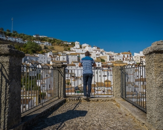 Andalusia is a stunning region in Spain, with charming white-washed towns, breathtaking views and delicious food. Do you want to visit?